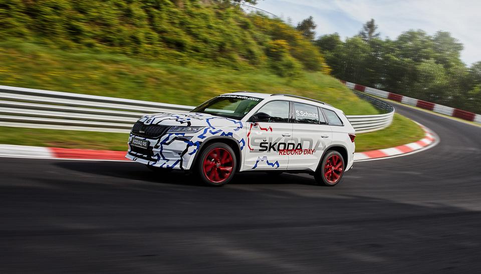 ŠKODA Kodaiq RS driving on the Nürburgring ring